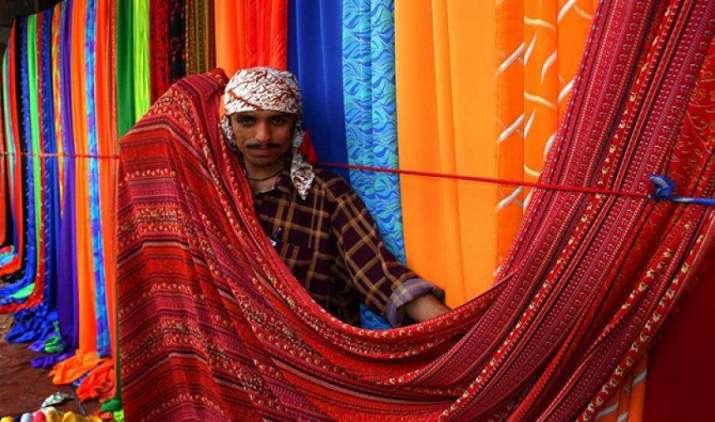 मजबूत रुपए से कपड़ा और परिधान निर्यातकों का प्रभावित होगा मार्जिन, 5 फीसदी तक घटेगी कमाई- IndiaTV Paisa