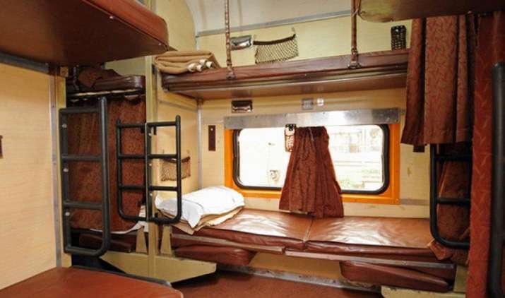 AC कोच में नहीं मिलेगा कंबल!, जानिए यात्रियों को ठंड से बचाने के लिए क्या कर रही है रेलवे- India TV Paisa