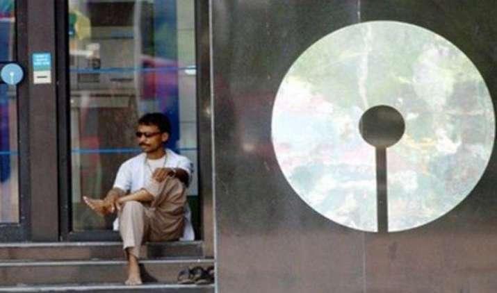 SBI के सहयोगी बैंकों के केवल 2,800 कर्मचारियों ने किया चुना VRS विकल्प, पात्र कर्मचारियों की संख्या है 12,000- India TV Paisa