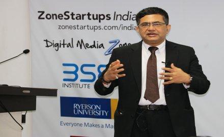 Sensex @ 30,000 : निवेशक न हों ज्यादा उत्साहित, BSE प्रमुख ने छोटे शेयरों के प्रति किया आगाह- India TV Paisa