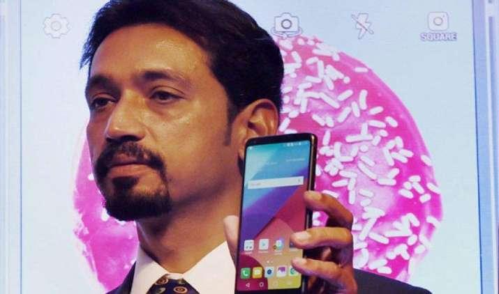 LG ने 51,990 रुपए में लॉन्च किया LG-G6 स्मार्टफोन, ऐसे उठा सकते हैं 7000 का फायदा- India TV Paisa