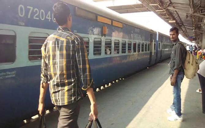 2021 तक प्रत्येक रेल यात्री को मिलेगी ट्रेनों में कन्फर्म टिकट, रेलवे ने शुरू की तैयारी- India TV Paisa