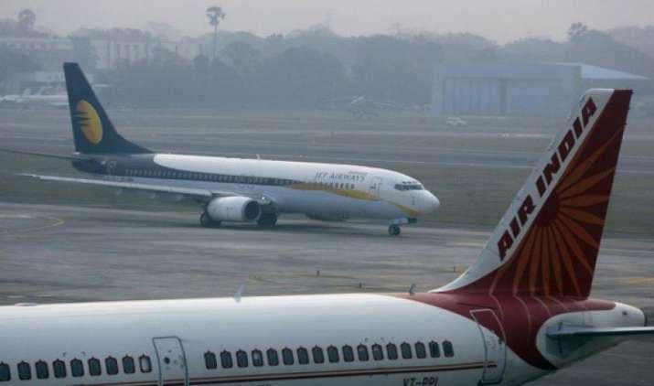 अप्रैल में घरेलू हवाई यात्रियों की संख्या 15 फीसदी बढ़ी, इंडिगो बनी लोगों की पहली पसंद- IndiaTV Paisa