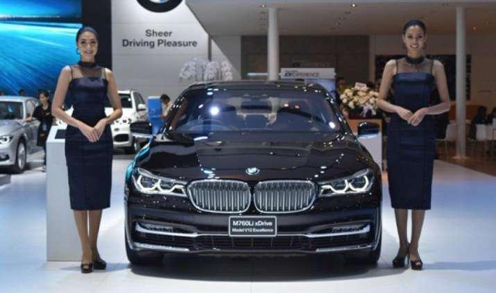 BMW ने भारत में लॉन्च की पेट्रोल इंजन के साथ दो नई कारें, कीमत 2.27 करोड़ रुपए- India TV Paisa