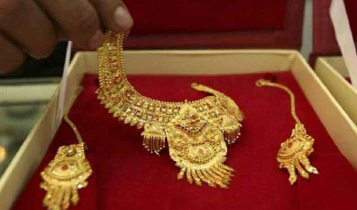 चांदी में 8 दिनों के बाद लौटी तेजी, सोना हुआ 95 रुपए महंगा- IndiaTV Paisa