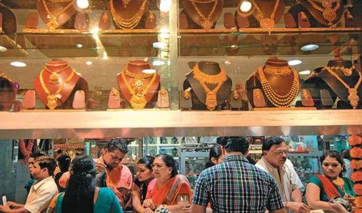 वैश्विक संकेतों, ज्वैलर्स की लिवाली से सोना और चांदी में तेजी, 350 रुपए महंगाई हुई चांदी- India TV Paisa