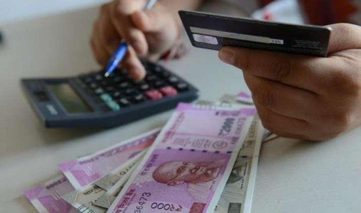 रुपया 32 पैसे लुढ़क कर तीन सप्ताह के निचले स्तर पर बंद, एक डॉलर की कीमत 64.63 रुपए- IndiaTV Paisa