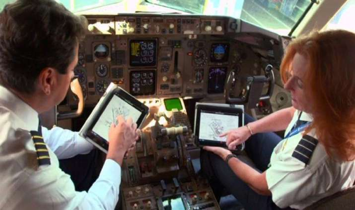 जेट एयरवेज दे सकती है जूनियर पायलटों को देगी झटका, 50 फीसदी तक घट सकती है सैलरी- IndiaTV Paisa