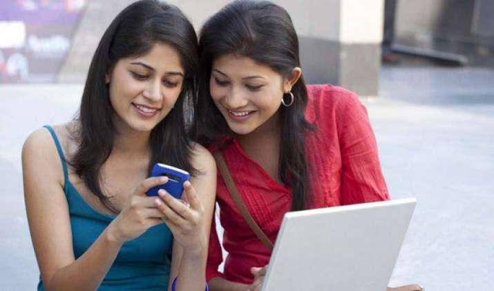 महिला सुरक्षा को लेकर सतर्क केंद्र सरकार ने मोबाइल में GPS किया अनिवार्य, 50 फीसदी तक बढ़ सकते हैं फीचर फोन्स के दाम- IndiaTV Paisa