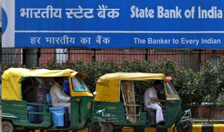 SBI के टर्म डिपॉजिट पर निवेशकों को मिलेगा कम ब्याज, बैंक ने FD दरों में की आधी फीसदी तक की कटौती- IndiaTV Paisa