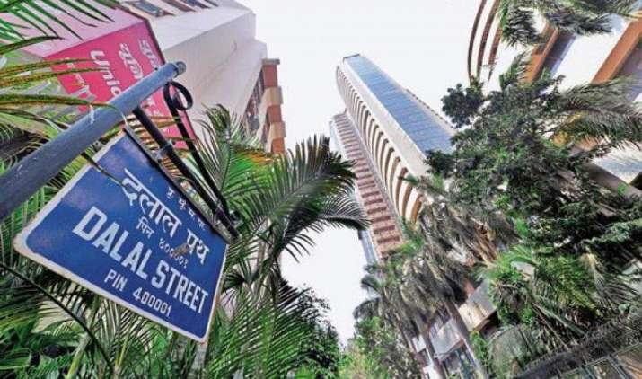 हफ्ते के आखिरी दिन बाजार में तेजी, सेंसेक्स 127 अंक और निफ्टी 34 अंक ऊपर- India TV Paisa