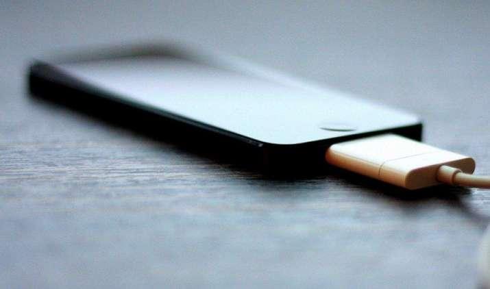 सिर्फ 5 मिनट में चार्ज होगा स्मार्टफोन, इसराइल की कंपनी 2018 में लॉन्च करेगी नई टेक्नोलॉजी वाली बैटरी- IndiaTV Paisa