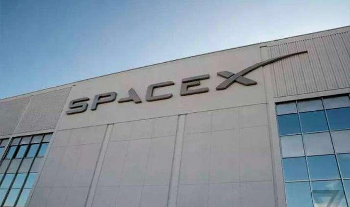 एलॉन मस्क की कंपनी SpaceX 2019 में लॉन्च करेगी इंटरनेट सर्विस देने वाला पहला सैटेलाइट- IndiaTV Paisa