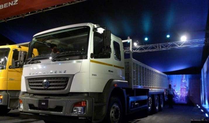 डेमलर ने BSIV मानक वाले भारतबेंज ट्रकों की नई श्रृंखला पेश की, इनका रखरखाव है किफायती- IndiaTV Paisa