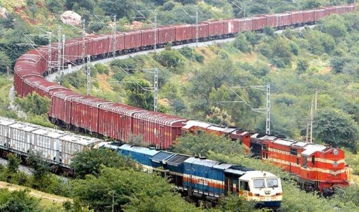 मालगाड़ियों की रफ्तार हो जाएगी दोगुनी, अगले साल तक उच्च क्षमता वाला इंजन लाएगी रेलवे- India TV Paisa