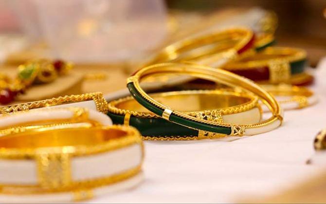 सोने और चांदी में आई भारी गिरावट, 10 ग्राम सोना खरीदने के लिए देने होंगे 29,100 रुपए- IndiaTV Paisa