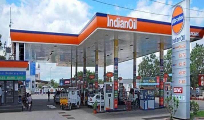 पेट्रोल पंप पर जल्द बिकेंगे सस्ते LED बल्ब, ट्यूबलाइट और सीलिंग फैन, EESL ने किया अनुबंध- IndiaTV Paisa