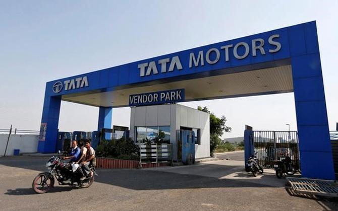 टाटा मोटर्स का शुद्ध लाभ चौथी तिमाही में 17 फीसदी घटा, 4336 करोड़ रुपए का हुआ मुनाफा- IndiaTV Paisa