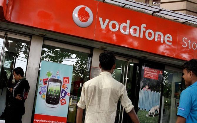वोडाफोन ने लॉन्च किए तीन नए प्लान, पोस्टपेड ग्राहकों का बचा हुआ डाटा हो जाएगा ट्रांसफर- India TV Paisa