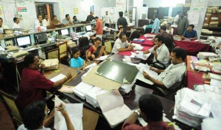 केंद्र सरकार 67,000 कर्मचारियों के रिकॉर्ड की कर रही है समीक्षा, एक साल में 129 की हुई छुट्टी- IndiaTV Paisa