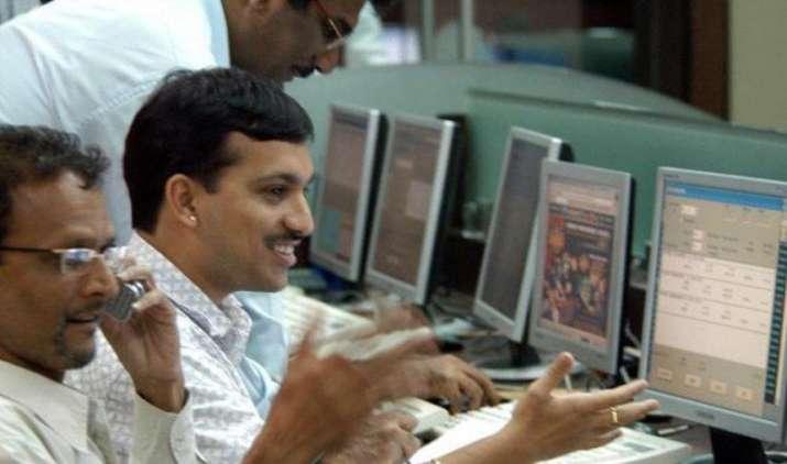 चौतरफा खरीदारी से बाजार में बड़ा उछाल, सेंसेक्स 300 अंक उछला, निफ्टी 9600 के पार, ये हैं वजह- India TV Paisa