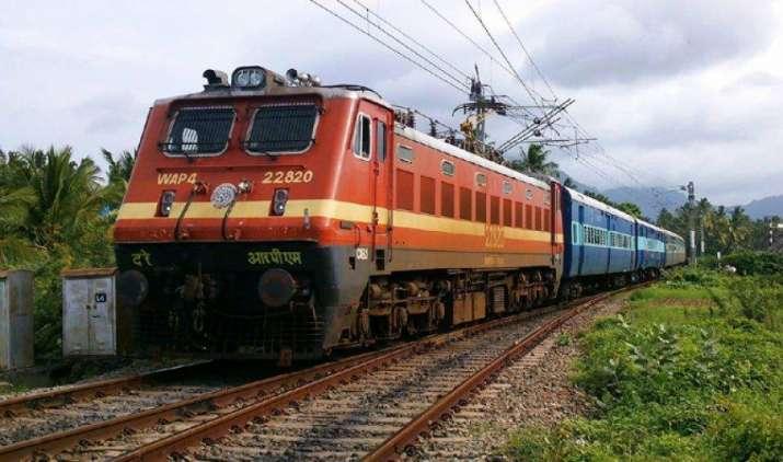 ट्रेन में सफर कर रहे यात्रियों को जल्द मिलेगी हाई स्पीड इंटरनेट की सुविधा, रेलवे कर चुका है तैयारी- IndiaTV Paisa