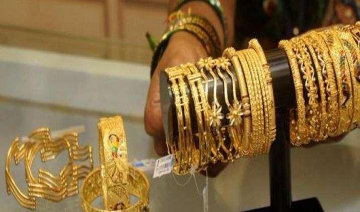 सोने का भाव घटकर रह गया Rs. 29,600/10 ग्राम, चांदी की कीमत घटकर रह गई 40,750 रुपए/किग्रा- IndiaTV Paisa