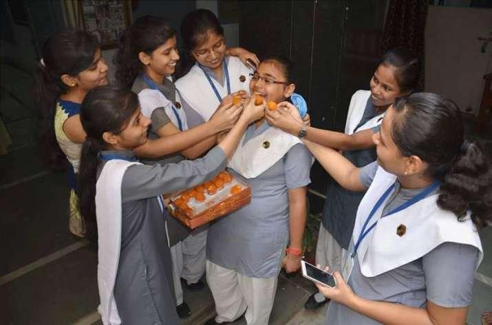 CBSE 10th class result 2017 Declared- India TV