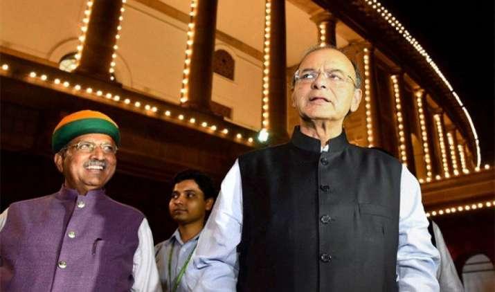 जेटली ने कहा, जब उपभोक्ता परेशान नहीं तो कुछ व्यापारी ही GST को लेकर क्यों मचा रहे हैं शोर- India TV Paisa