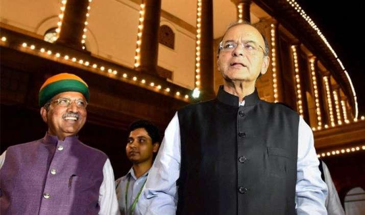 GST launched: वित्त मंत्री अरुण जेटली ने GST के बाद कहा- महंगाई होगी कम, देश की आर्थिक ग्रोथ में आएगी तेजी- India TV Paisa