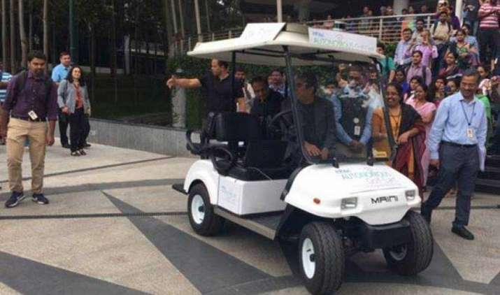 Infosys के CEO विशाल सिक्का ने की स्वदेशी ड्राइवर लैस कार की सवारी, ग्रोथ के लिए कंपनी की ये है नई योजना- India TV Paisa