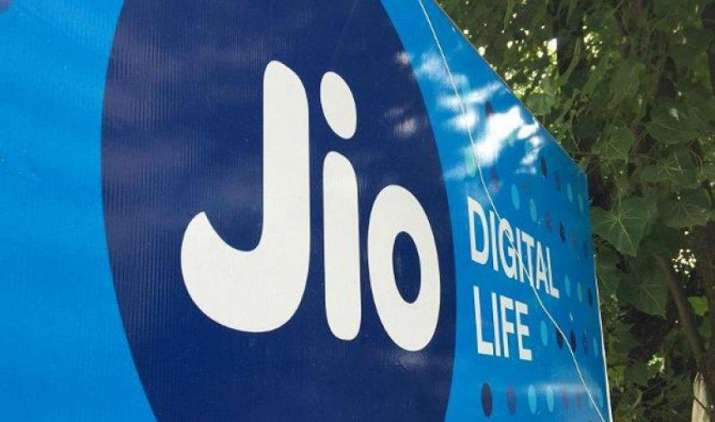 आधार डाटा हैक होने की खबर का रिलायंस जियो ने किया खंडन, कंपनी ने कहा डेटाबेस है सुरक्षित- India TV Paisa