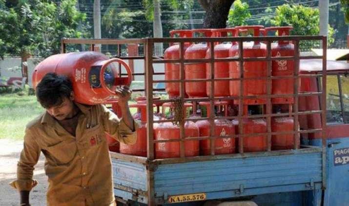 हर महीने आपको LPG सिलेंडर के लिए देने होंगे 4 रुपए ज्यादा, अगले 8 महीने में सरकार पूरी तरह खत्म कर देगी सब्सिडी- IndiaTV Paisa