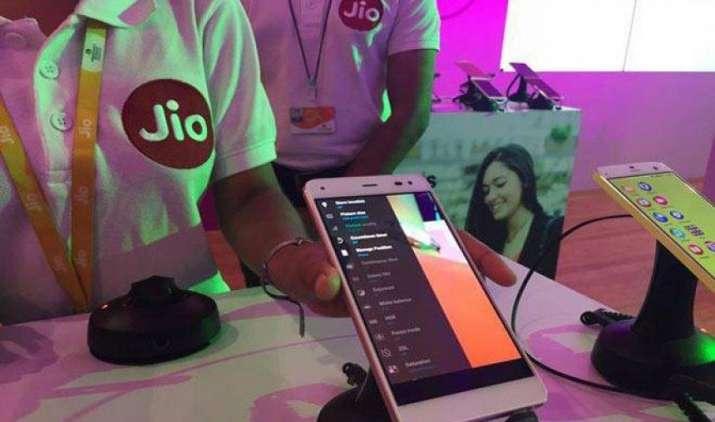 Reliance JIO ने पेश किया GST के लिए मोबाइल एप, छोटे कारोबारियों को रिटर्न फाइल करने में मिलेगी मदद- India TV Paisa