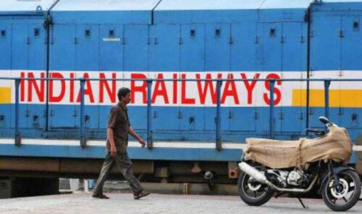 600 किमी/घंटे की स्पीड से दौड़ेंगी भारत में ट्रेन, रेल मंत्रालय कर रहा है Apple जैसी टेक कंपनियों के साथ काम- India TV Paisa