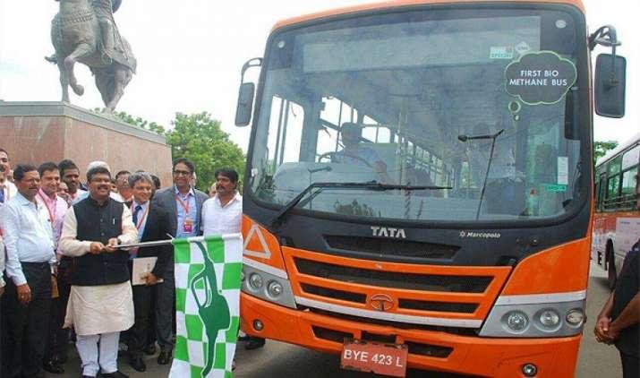 टाटा मोटर्स ने बनाई देश की पहली बायो मीथेन बस, कचरे से पैदा हुए गैस से दौड़ेंगी ये बसें- India TV Paisa