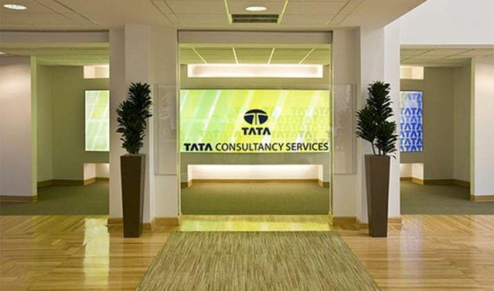 TCS का पहली तिमाही मुनाफा 5.9 प्रतिशत घटा, आय मामूली बढ़कर रही 29,584 करोड़ रुपए- India TV Paisa