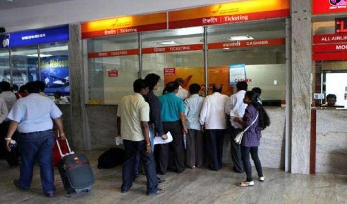 दिल्ली से उड़ान भरने वाले हवाई यात्रियों को अब कम देना होगा किराया, UDF में हुई भारी कटौती- IndiaTV Paisa