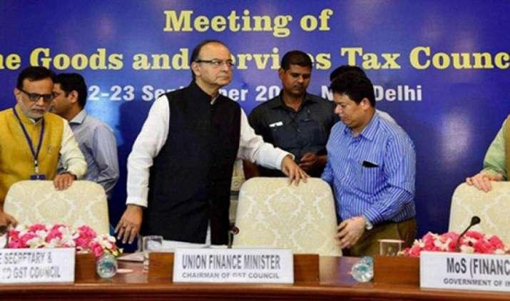 कपड़े और हाइब्रिड वाहनों की जीएसटी दरों पर होगा फैसला, 5 अगस्त को होगी जीएसटी काउंसिल की बैठक- IndiaTV Paisa