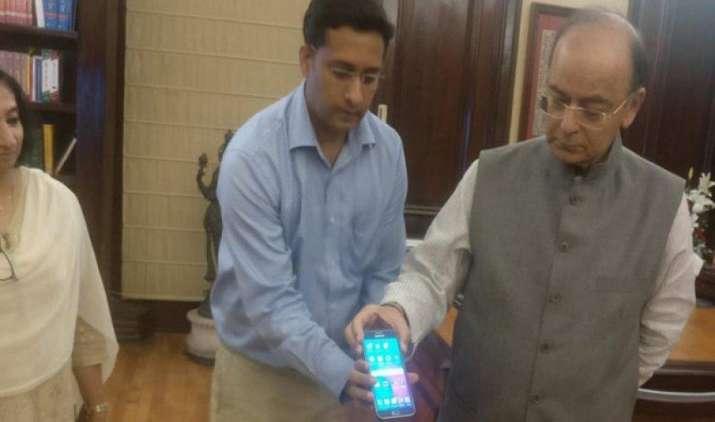 GST में किस चीज पर कितना देना है टैक्स इसका पता चलेगा मोबाइल से, सरकार ने लॉन्च की जीएसटी रेट फाइंडर एप- IndiaTV Paisa