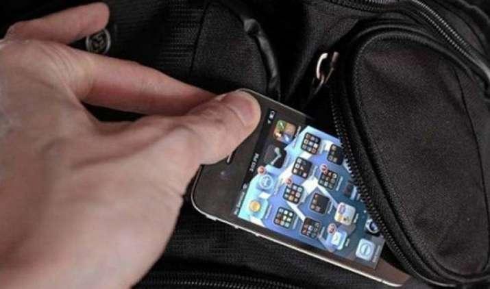 चोरी या खोए हुए मोबाइल फोन अब हो जाएंगे बेकार, सरकार ने बनाई ऐसे हैंडसेट पर सर्विस न देने की योजना- IndiaTV Paisa