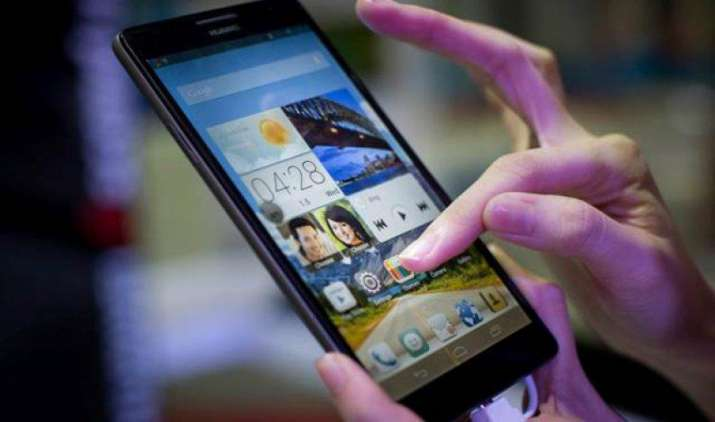 After GST: सरकार ने इंपोर्टेड मोबाइल फोन पर लगाई 10% बेसिक कस्टम ड्यूटी, तत्काल प्रभाव से हुआ लागू- India TV Paisa