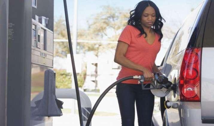 पेट्रोल और डीजल की कीमतों में हो सकती है बढ़ोतरी, कच्चे तेल का भाव 8 हफ्ते की ऊंचाई पर- India TV Paisa