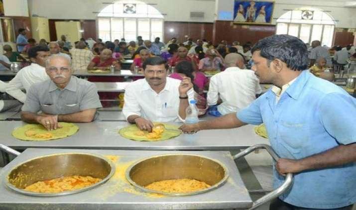 सरकार ने किया स्पष्ट, धार्मिक संस्थानों की ओर से दिए जाने वाले मुफ्त भोजन पर नहीं लगेगा GST- India TV Paisa