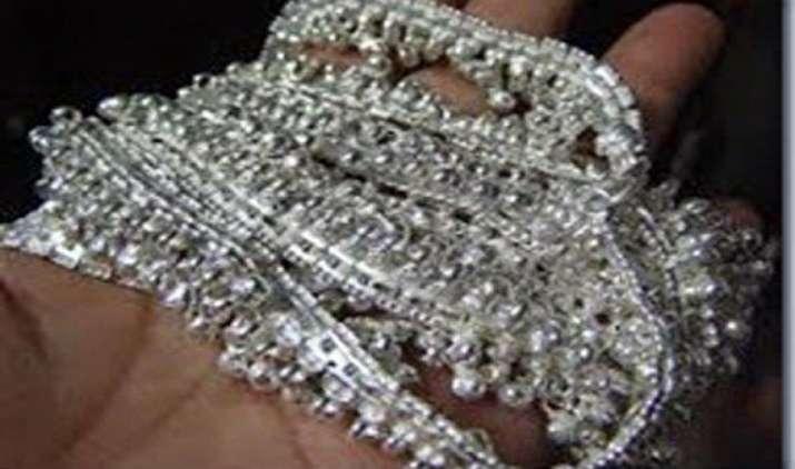वैश्विक तेजी से चांदी में आया 700 रुपए का उछाल, सोने के भाव में ठहराव- India TV Paisa