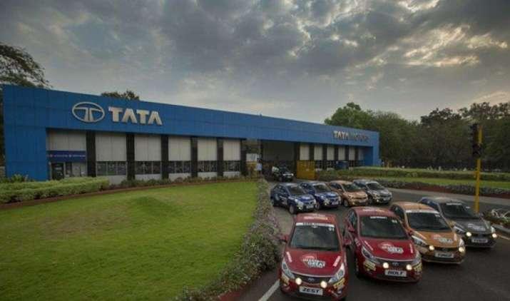 Tata Motors ने GST के बाद घटाए यात्री वाहनों के दाम, 2.17 लाख रुपए तक सस्ती हुईं टाटा की गाडि़यां- India TV Paisa