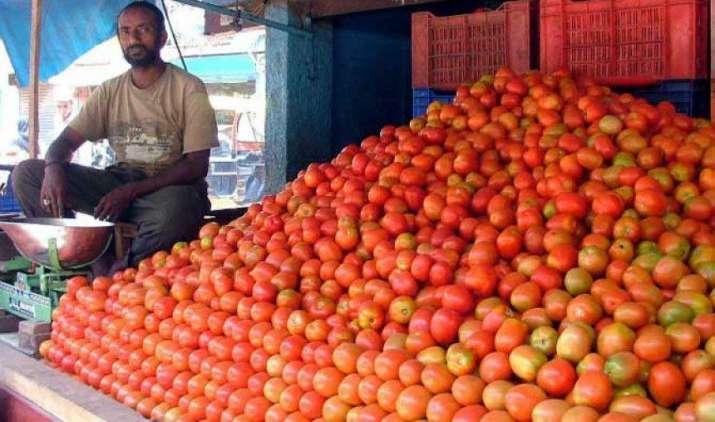 टमाटर की कीमतों में लगी आग भड़क सकती है और, दिल्ली में इस हफ्ते व्यापारियों की हड़ताल- India TV Paisa