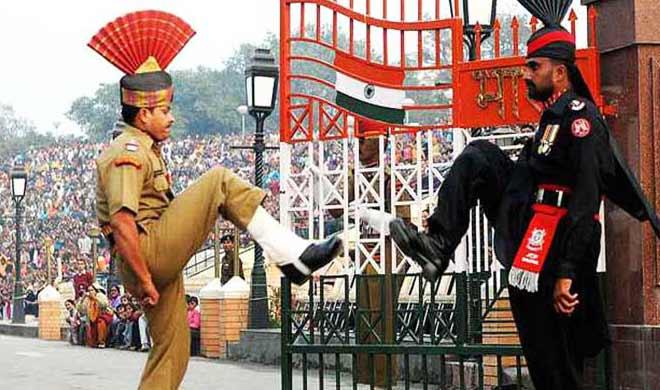 pak ranger falls during beating retreat ceremony- Khabar IndiaTV