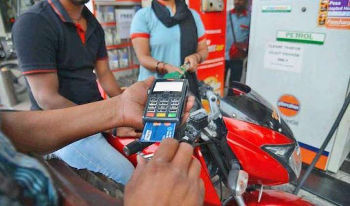 अब पेट्रोल पंप पर भी मिलेंगी बैंकिंग सेवाएं, एयरटेल पेमेंट्स बैंक ने मिलाया हिंदुस्तान पेट्रोलियम से हाथ- India TV Paisa