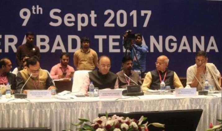 GST काउंसिल की 21वीं बैठक हुई शुरू, महंगी गाड़ियों पर सेस सहित 30 वस्तुओं पर टैक्स कम करने पर होगा विचार- India TV Paisa